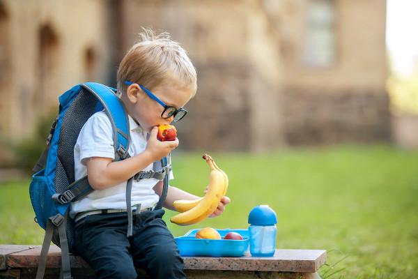 Uma alimentação saudável é essencial pra garantir-se níveis de colesterol adequados.