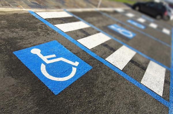 A acessibilidade para pessoas com necessidades especiais é uma ação de inclusão social.