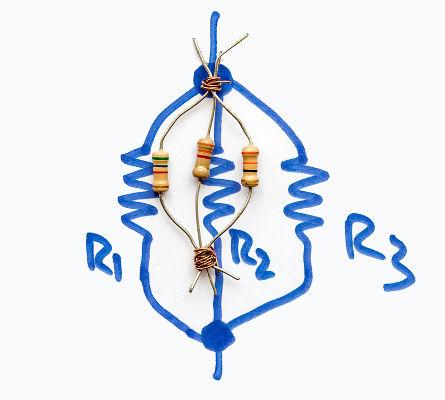 Na associação em paralelo, a corrente elétrica é dividida entre os diferentes ramos do circuito.