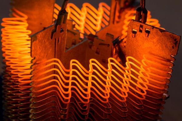 A resistência elétrica depende, entre outros fatores, da espessura dos condutores.