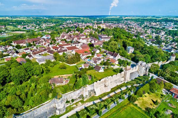 Nos meses de maio e junho, a cidade de Provins, na França, abrigava a feira de Champagne.