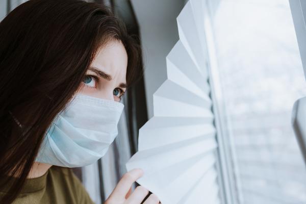 Na quarentena, o indivíduo é retirado do convívio com outras pessoas, a fim de evitar uma possível epidemia.