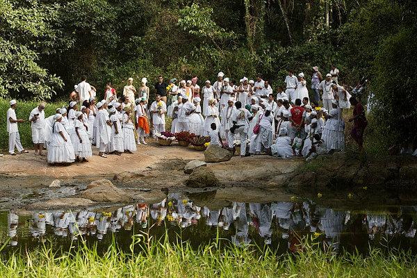 Remanescentes da região do Quilombo dos Palmares fazem festa comemorativa ao dia 20 de novembro, Dia da Consciência Negra. [1]