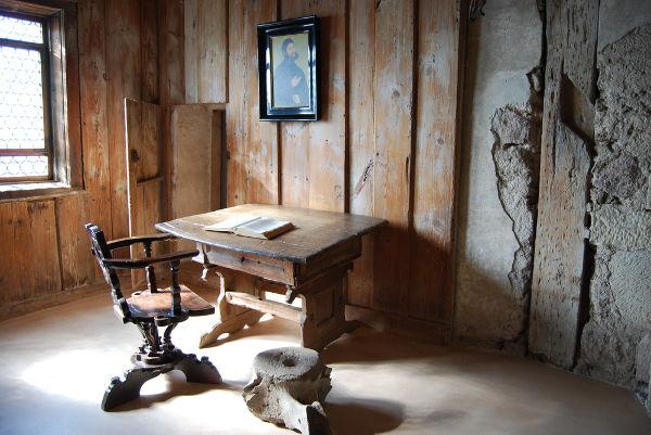 Nesse local, no castelo de Wartburg, Martinho Lutero realizou a tradução da Bíblia para o alemão.