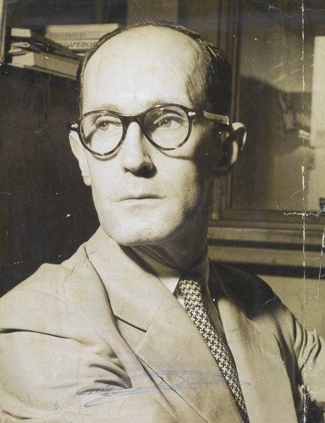 O poeta modernista brasileiro Carlos Drummond de Andrade.
