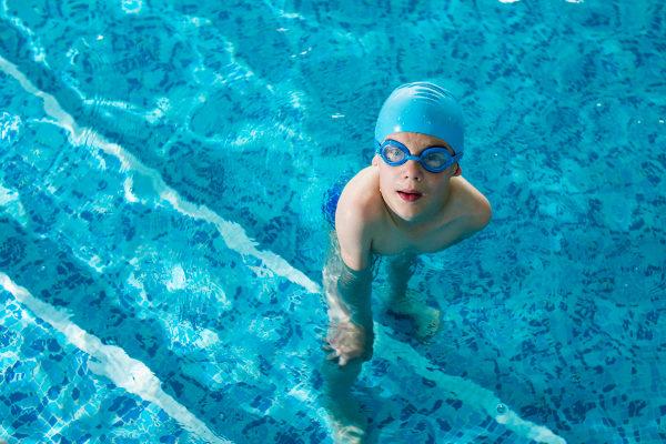 A prática de esportes influencia vários aspectos da vida da criança.