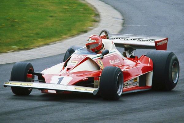 Niki Lauda guia sua Ferrari no GP da Alemanha de 1976. [3]