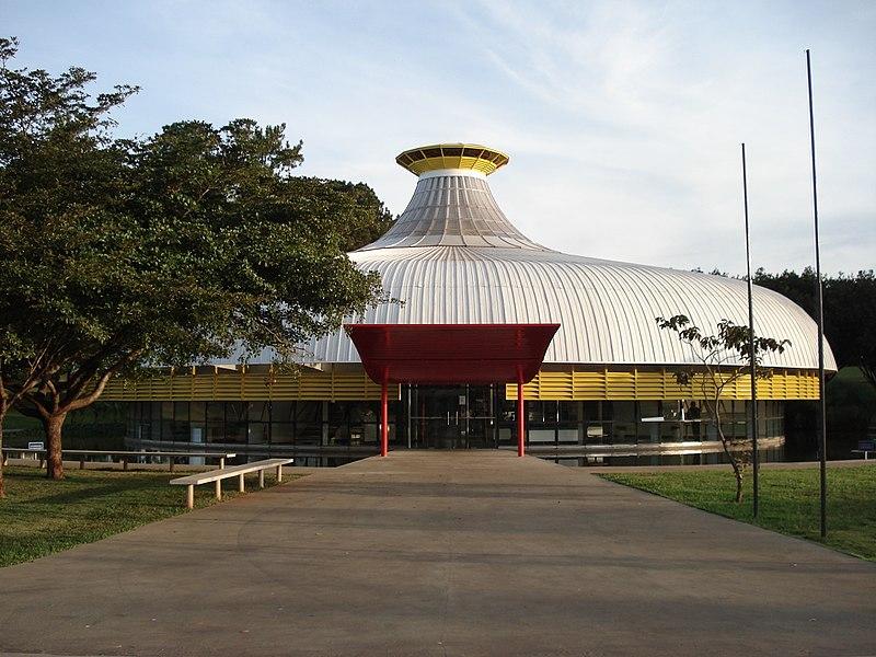 O Memorial Darcy Ribeiro está localizado na Universidade de Brasília, instituição da qual o sociólogo participou da fundação. [3]