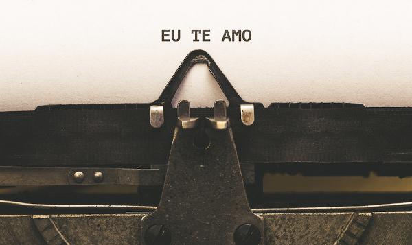 Escrever é uma declaração de amor à língua portuguesa.