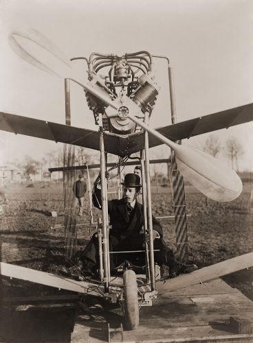Santos Dumont tinha grande interesse por motores, aeronáutica e aviação.