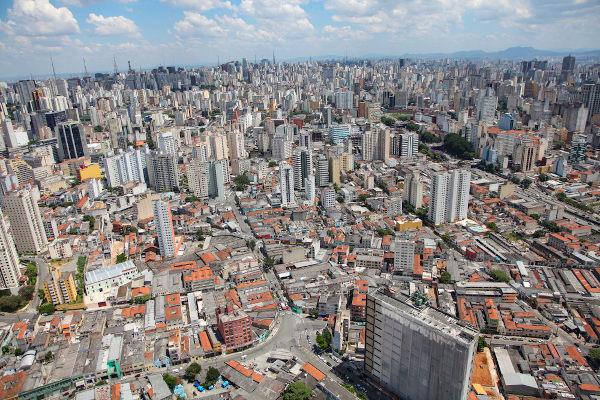 Vista aérea de São Paulo: a maior cidade do país e com grande índice de crescimento urbano.