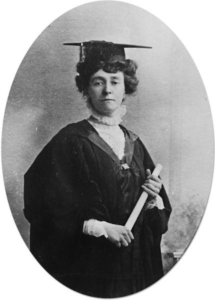 Sufragista inglesa Emily Davison em sua formatura (1908). É considerada mártir do movimento sufragita.