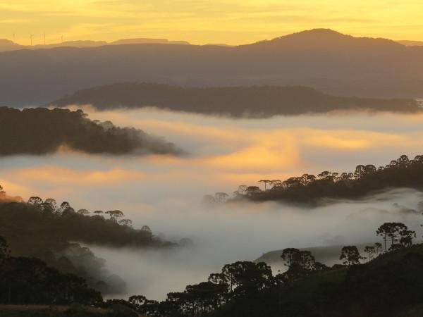 Presença de neblina nos vales dos cânions, algo bastante comum.