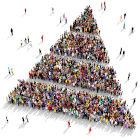 pirâmide formada por pessoas