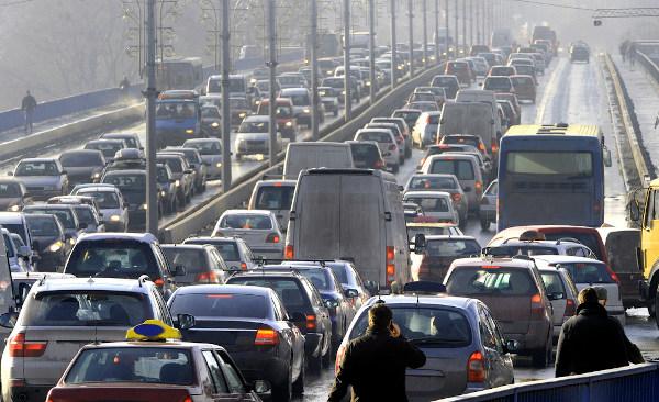 O engarrafamento é comum nas grandes cidades, tornando-se um grande problema de mobilidade urbana.