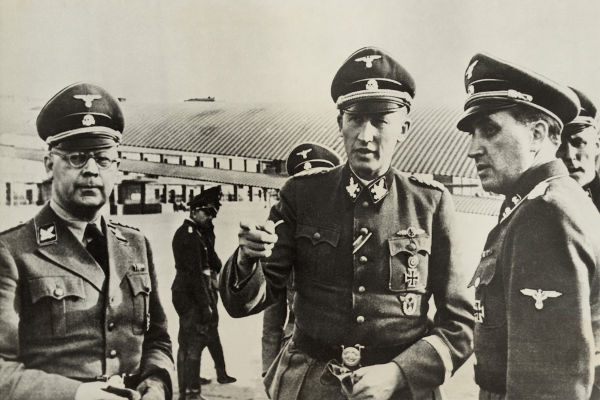 Heinrich Himmler e Reinhard Heydrich foram muito importantes no processo de federalização da Gestapo e de sua unificação com outras polícias.[1]