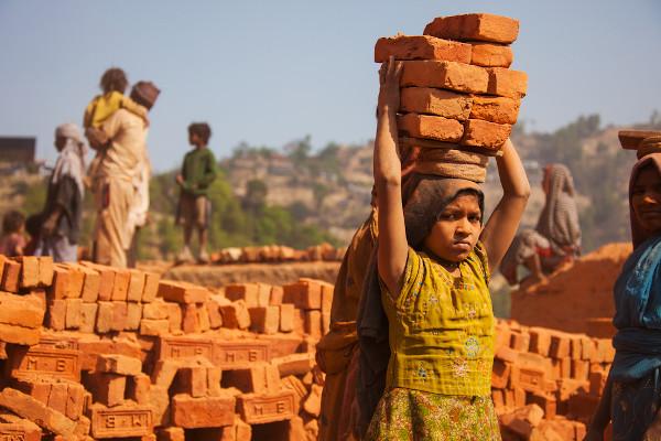 As meninas são maioria nos índices de exploração do trabalho infantil por conta da exploração sexual. [3]