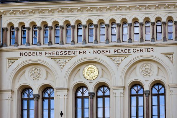 O Prêmio Nobel foi criado em respeito ao testamento de Alfred Nobel e serve para homenagear pessoas com grandes contribuições para a humanidade.[2]
