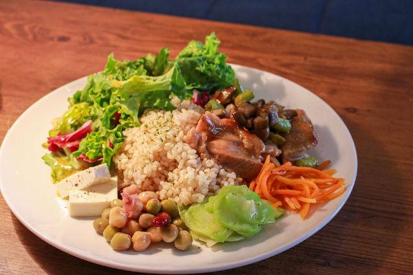 Quanto maior a quantidade de cores em seu prato, maior a quantidade de nutrientes diferentes.