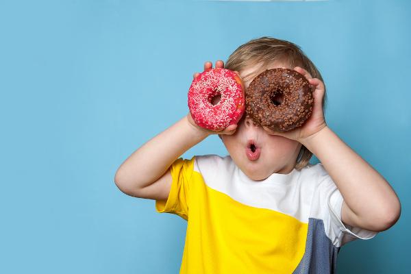 A obesidade infantil pode estar relacionada com uma alimentação inadequada.