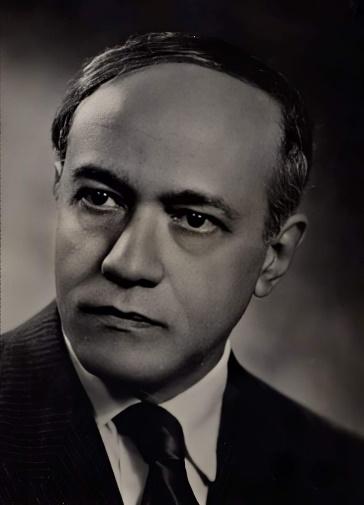 Jorge de Lima foi autor de uma obra plural, que apresenta traços de importantes de movimentos literários.