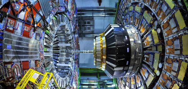 O bóson de Higgs foi observado no LHC pelos detectores ATLAS e CMS.