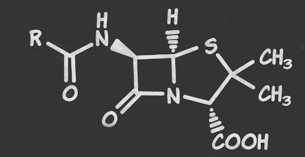 Penicilina é um antibiótico muito utilizado no tratamento de infecções causadas por bactéria, tem em sua estrutura amidas mono e dissubstituídas.
