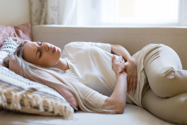 Diarreia, cólica e vômito são sintomas de intoxicação alimentar.