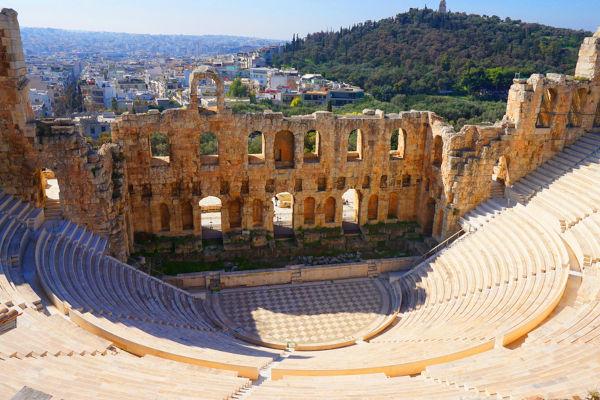 Ruínas de um teatro grego, onde os gregos realizavam as suas apresentações teatrais.