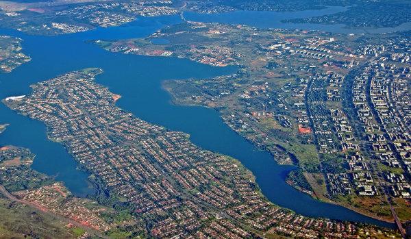 Vista aérea do lago Paranoá, no Distrito Federal.
