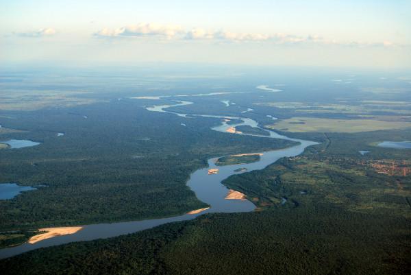 Vista aérea de um trecho do rio Araguaia.