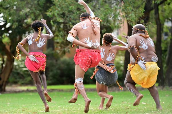 Dança tradicional aborígene.