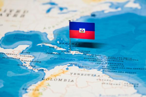 O Haiti está localizado em uma região de elevada instabilidade tectônica, que se deve aos falhamentos geológicos e encontros de placas.