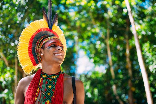 Atualmente, a população de índios no Brasil é de mais de 800 mil, que fazem parte de uma grande diversidade de etnias.