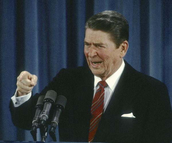 Ronald Reagan discursando.