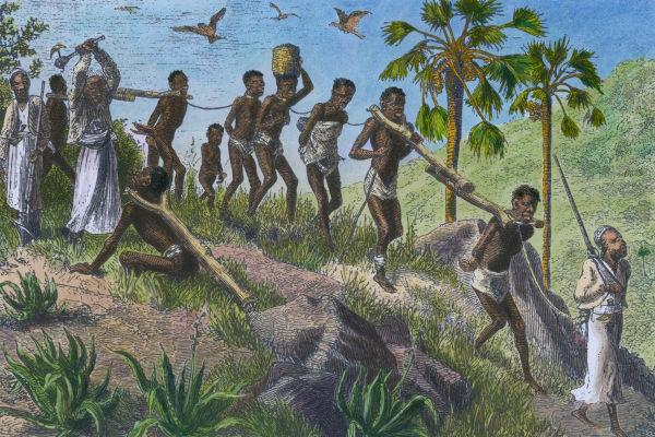 Era comum que aldeias e vilarejos no interior da África fossem atacados, e seus habitantes, levados como prisioneiros e vendidos como escravos.