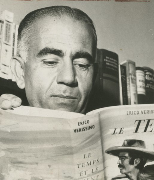 "Erico Verissimo, autor da famosa trilogia ""O tempo e vento"".[1]"