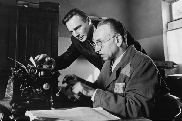 A Lista de Schindler é um clássico que tem como tema o Holocausto