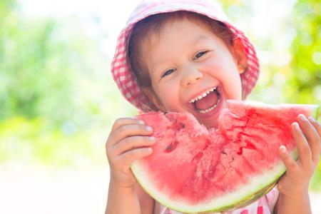 É muito importante que as crianças tenham uma alimentação saudável durante o verão