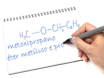 Temos que analisar bem a fórmula estrutural do éter para escrever seu nome