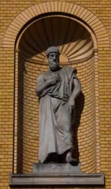Platão viu a necessidade de postular princípios que garantam a estabilidade dos seres, proporcionando-lhes a determinação