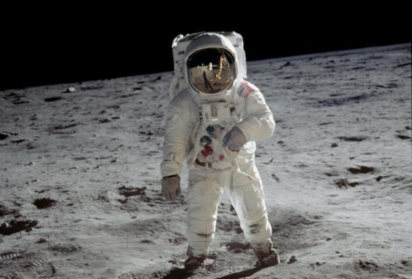 Buzz Aldrin caminhando pela superfície da Lua. (Crédito: NASA)