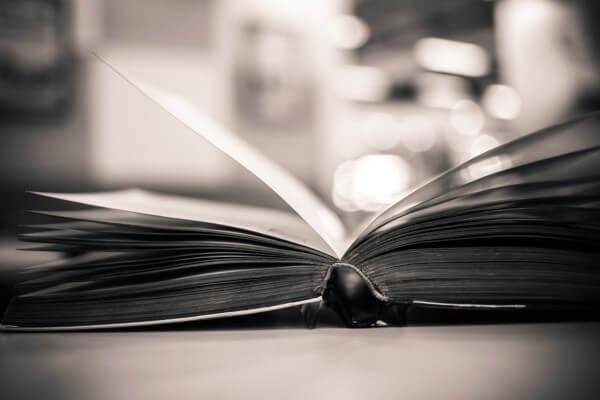 O conto é um dos gêneros narrativos mais comuns na tradição literária brasileira.