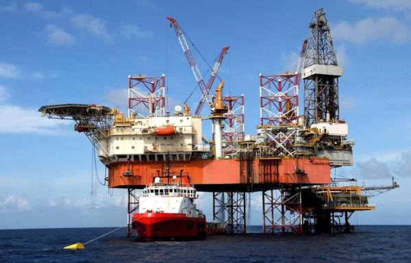 O petróleo é um dos principais combustíveis fósseis utilizados em todo o mundo.