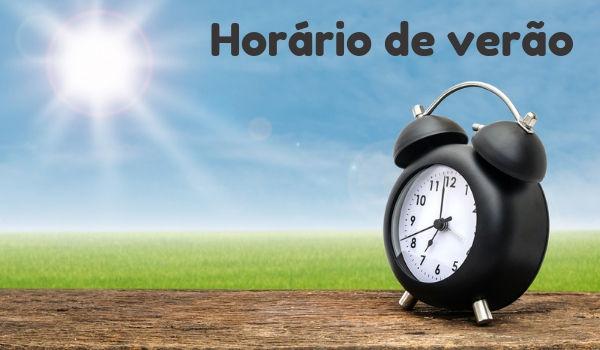 O horário de verão é uma medida adotada em alguns países que buscam reduzir o consumo de energia elétrica.