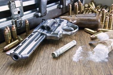 O tráfico de armas está, muitas vezes, associado ao tráfico de drogas