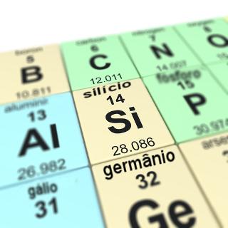 Uma faixa de elementos que fica entre os metais (em azul) e os não metais (em verde) representa os semimetais