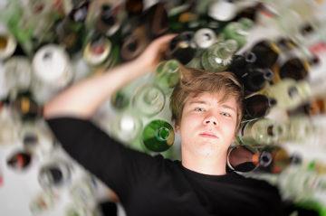 O consumo exagerado de bebidas alcoólicas pode resultar em consequências graves