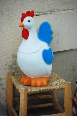 Quando está azul, o galinho do tempo indica tempo bom (calor, sem previsão de chuva)