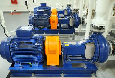 Os motores elétricos são exemplos de receptores, que transformam energia elétrica em energia mecânica